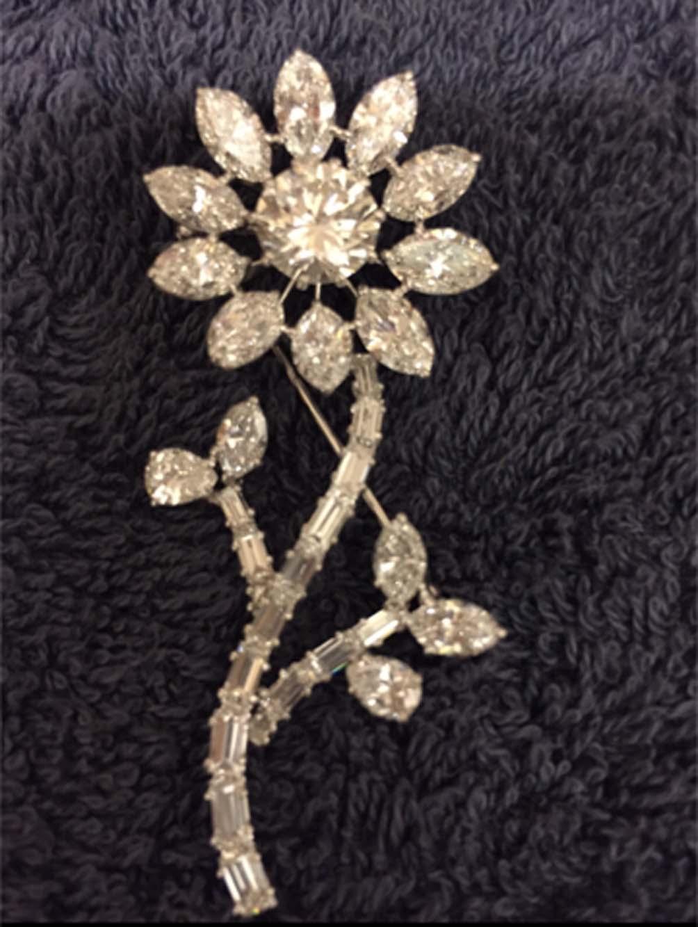 Broš sunce bijelo zlato 15 g, dijamant 2,63 ct SI1 G, ukupno 18 ct dijamanata